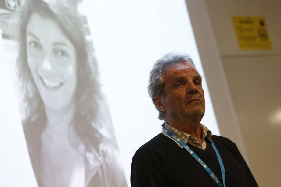 Le Tropézien Jean-Marie de Peretti (ici à l'université de Toulon, vendredi) met toute son énergie à parler pour sa fille, tuée au Bataclan.