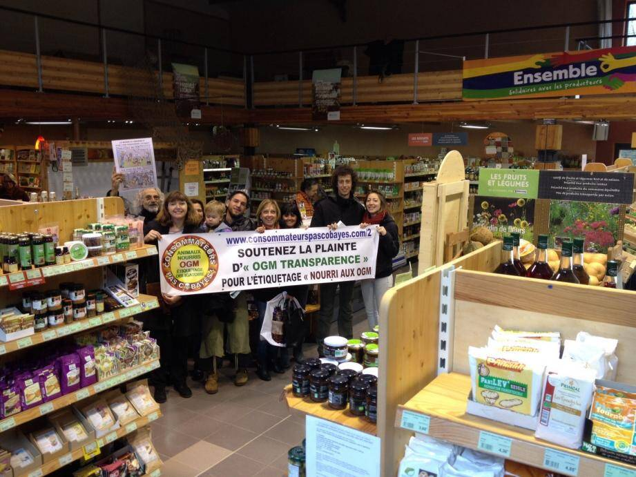La coopérative et l'association militent pour une agriculture bio et l'étiquetage des produits alimentaires issus d'animaux nourris aux OGM.