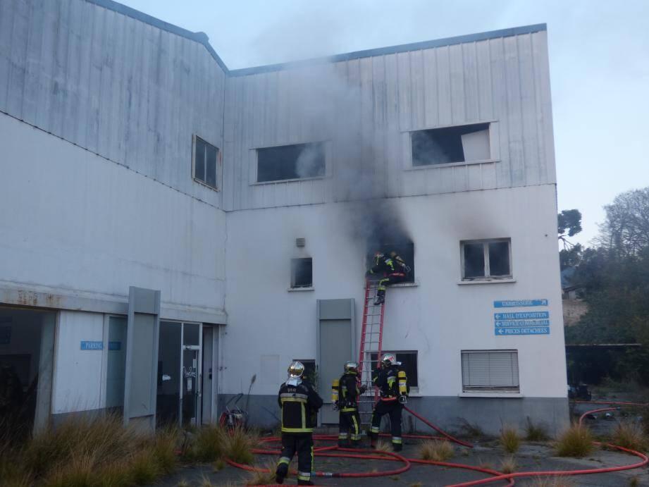 Un incendie s'est déclaré dans une concession automobile de Draguignan.