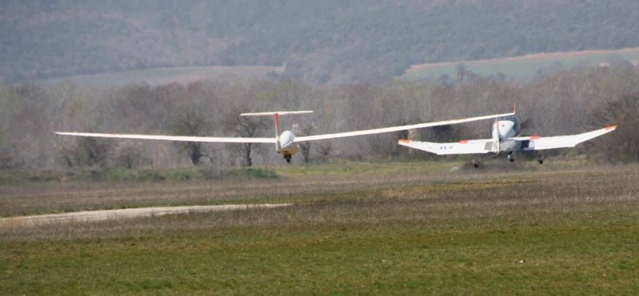 A leur arrivée, les secours n'ont pu que constater le décès du pilote, incarcéré dans les débris de son appareil.
