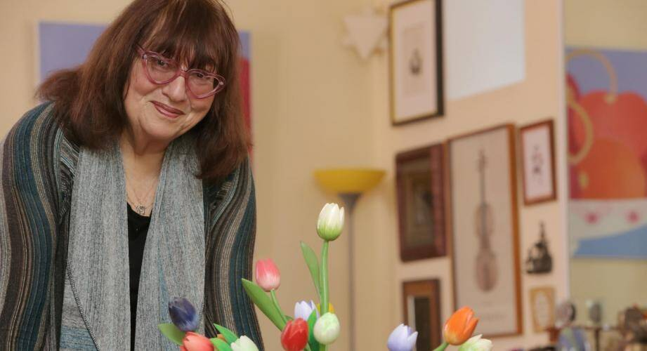 """L'écrivain Susie Morgenstern, reconnue pour ses livres pour la jeunesse, revient avec un récit autobiographique sur son mari intitulé """"Jacques a dit"""". Son premier livre pour adultes."""