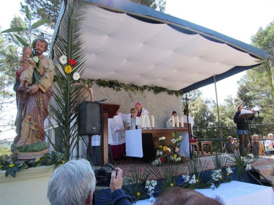 Le pélerinage de Saint-Joseph a réuni plus de 3.000 personnes ce samedi à Cotignac.