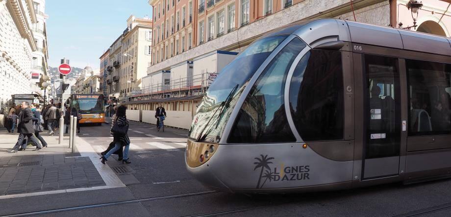 Bus et tram à Nice vont bientôt être « surveillés », en plus du dispositif actuel, par une nouvelle unité de la police nationale.