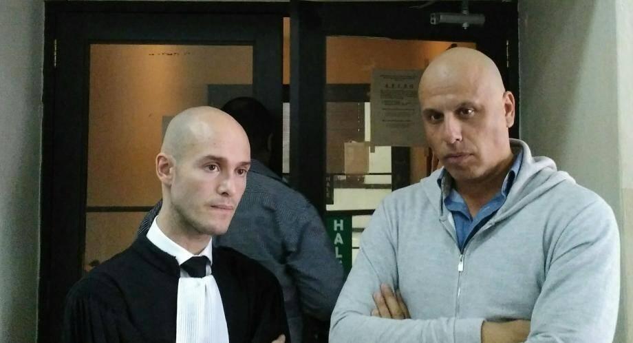 Me Julien Pinelli, avocat au barreau d'Aix-en-Provence, et Nicolas Pisapia, devant la cour d'appel de Saint-Domingue.