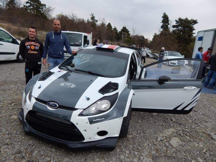 Copiloté par Jonathan Pallone (à gauche), Franck Lions dégaine ce week-end le calibre supérieur : une Ford Fiesta WRC. Peut-être l'arme anti De Meyer.