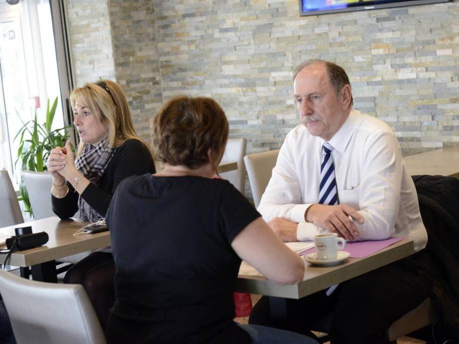 Un entretien d'embauche autour d'un café, c'est le concept original que propose la mission locale et le PLIE des Pays de Lérins.