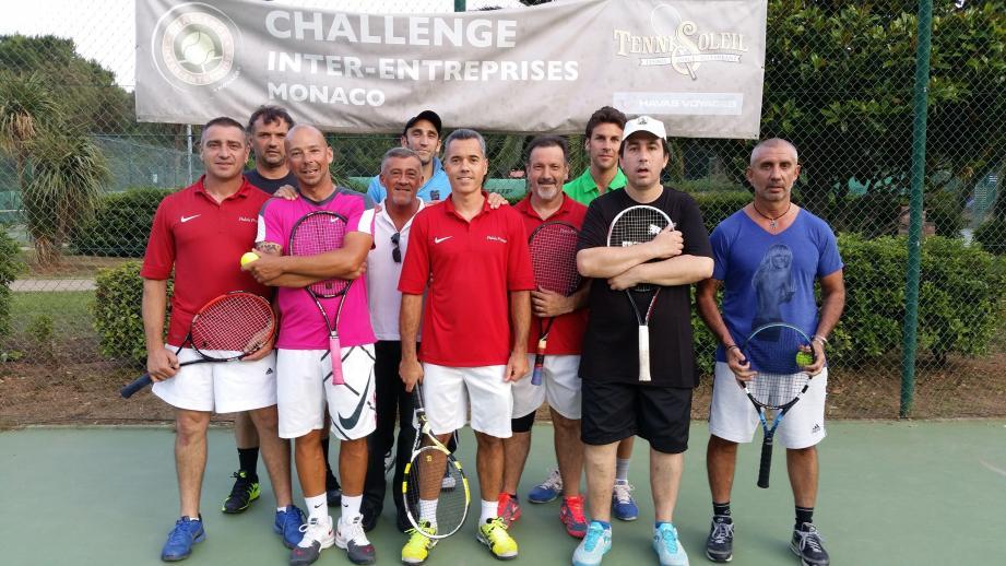 En tennis également, les choses sérieuses ont commencé pour les institutions habituées du Challenge comme le Palais Princier (en polo rouge) ici avec l'équipe de Spécial Olympics.(DR)