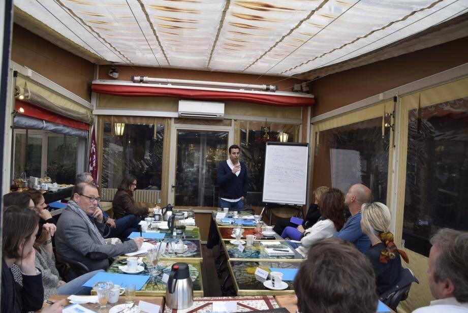 Serge Chaudy, enseignant à l'Université de Toulon, est venu présenter « La communication d'entreprise et Internet ».