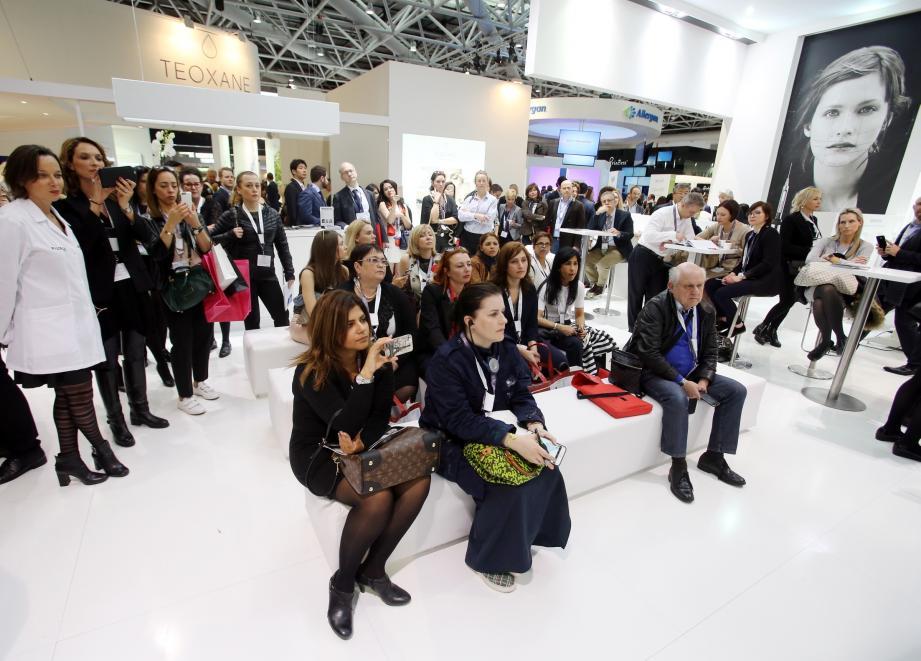 Plus de 400 marques sont représentées au salon AMWC dédié à la médecine et l'esthétique anti-âge.