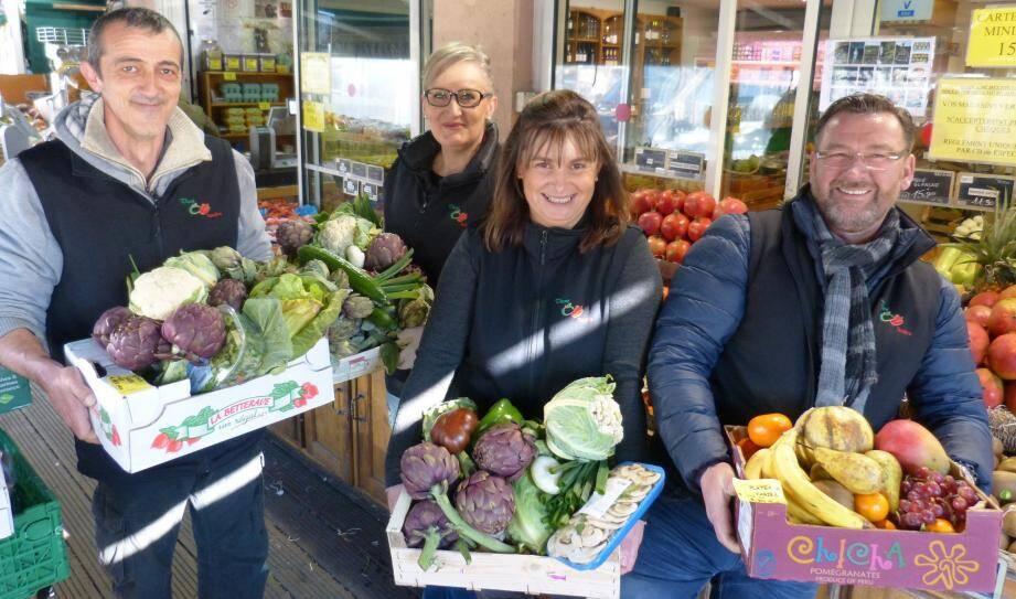 En vendant les produits déclassés, Nathalie Molinengo (au centre) et son équipe (ici au magasin de Cagnes), évitent le gaspillage et récupèrent au passage environ 22 000 € par an.