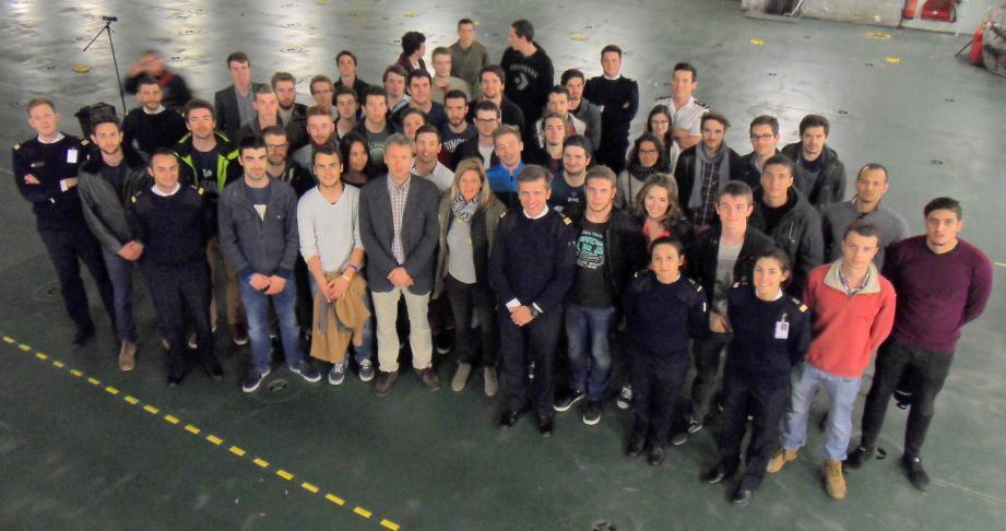 Accueillis à la base navale jeudi, quarante-quatre élèves, de cinq grandes écoles d'ingénieurs de la région Paca, ont découvert les multiples facettes des métiers de la Marine nationale.