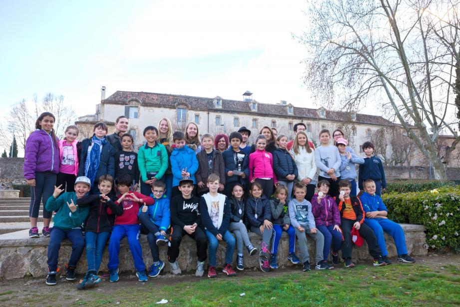 La course d'orientation à visée éducative à travers la ville a été le premier projet concrétisé sur le terrain par les élèves SAPAT. Les CM1 de Marie-Madeleine ont parfaitement joué le jeu