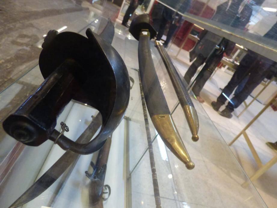 Armes à feu, sabres « cuillère à pot » et canon d'abordage devraient attirer les convoitises…