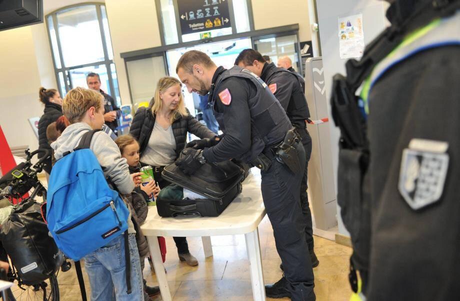 Ce n'est pas par hasard que l'opération a été engagée hier, jour de grande affluence, à la veille des vacances scolaires. Plus de 500 voyageurs ont été contrôlés.