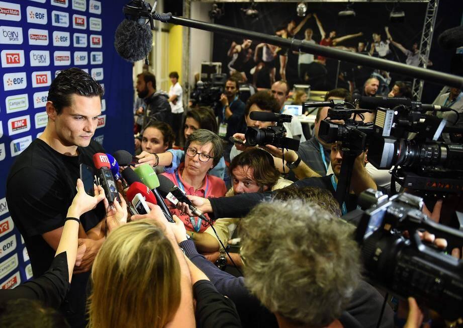 Florent Manaudou devant la meute des médias, après sa finale ratée...