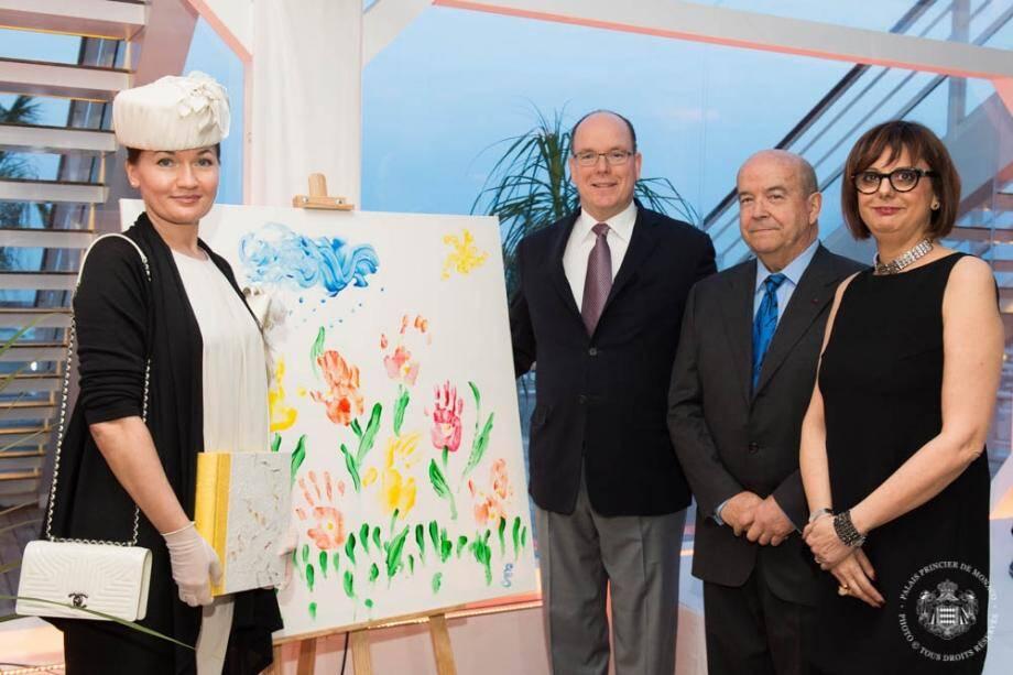 Autour du souverain et de la présidente de l'association Muriel Natali-Laure, l'artiste marraine de l'association Elena Silvodaeva et l'astronaute Patrick Baudry.