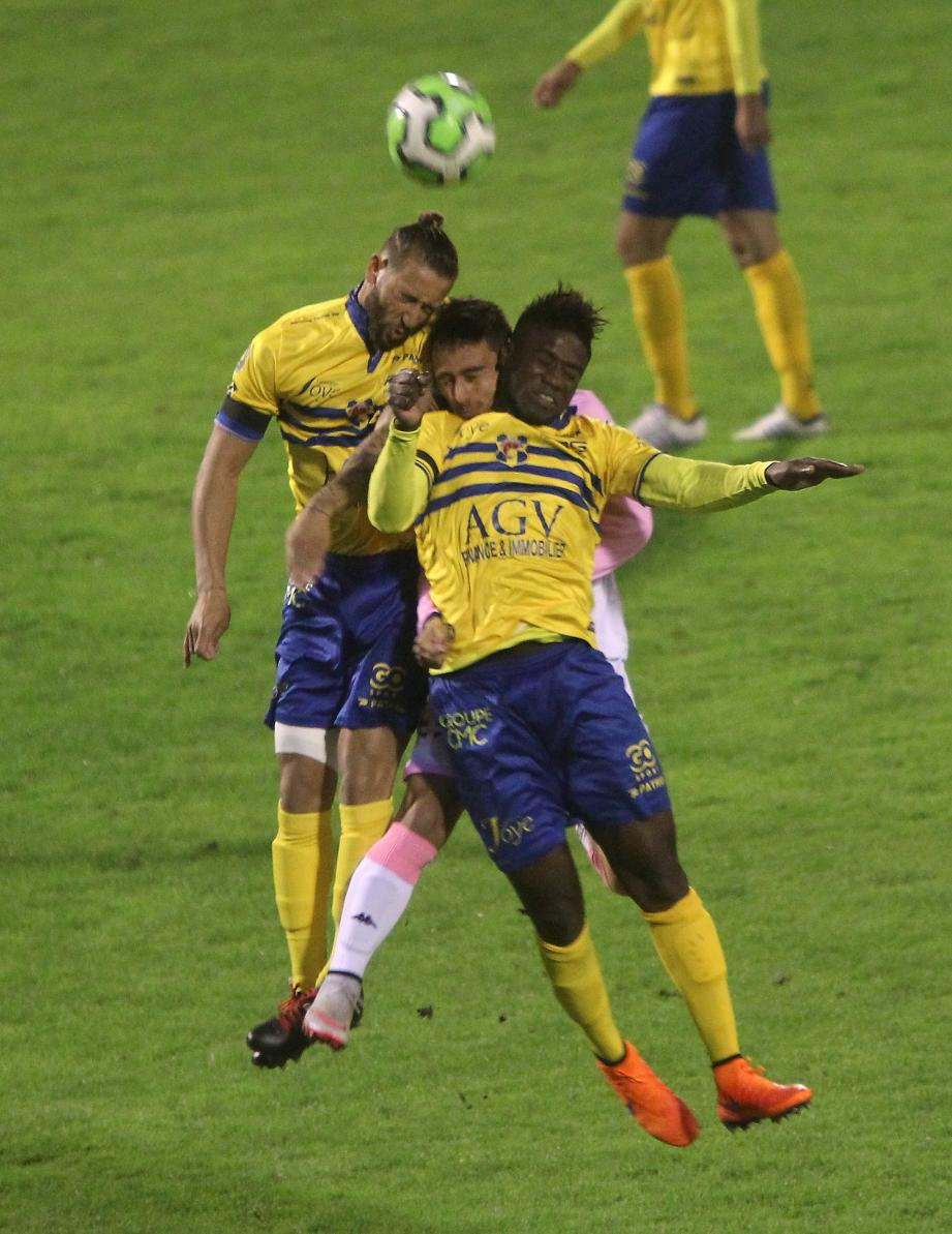 Les Toulonnais (ici Bellay et Bayo, à l'aller contre Évian TG) ont besoin des quatre points.