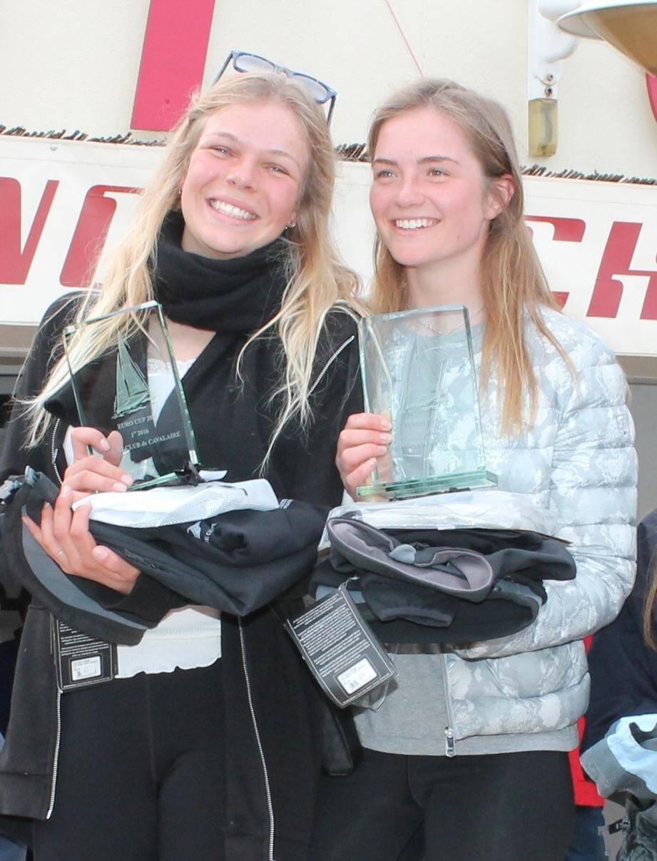Les deux jeunes allemandes ont le sourire des vainqueurs.
