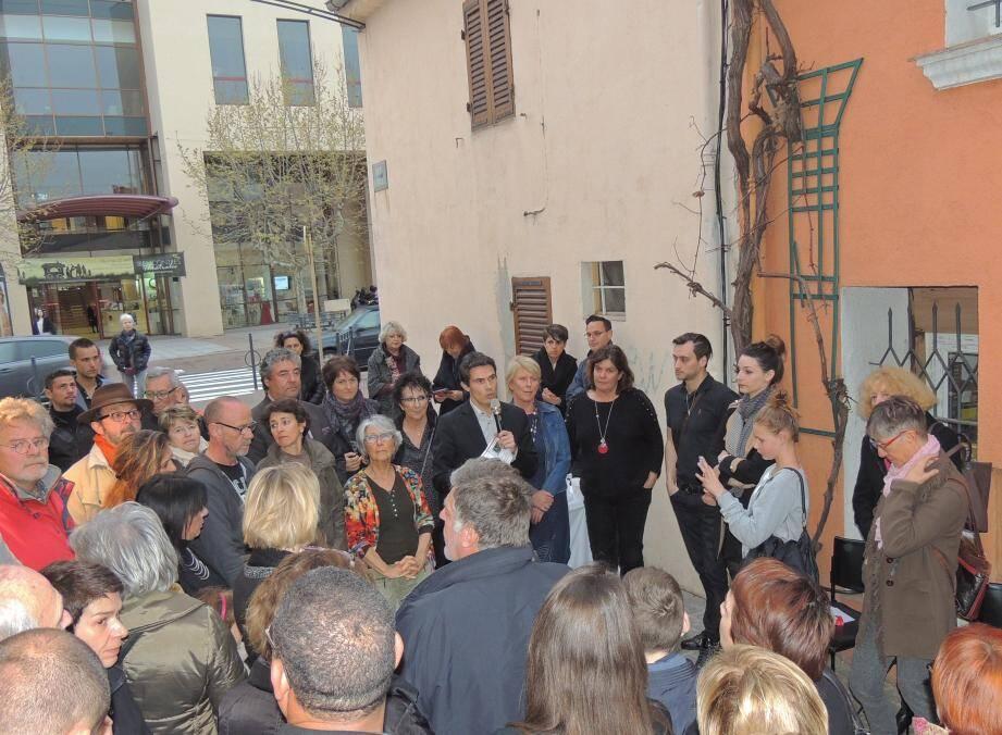 Entouré de nombreux artistes et des membres de la famille, Guillaume Decard a rendu hommage à Pascal Grandemange tout en évoquant de nouveaux projets pour la rue du Safranié.