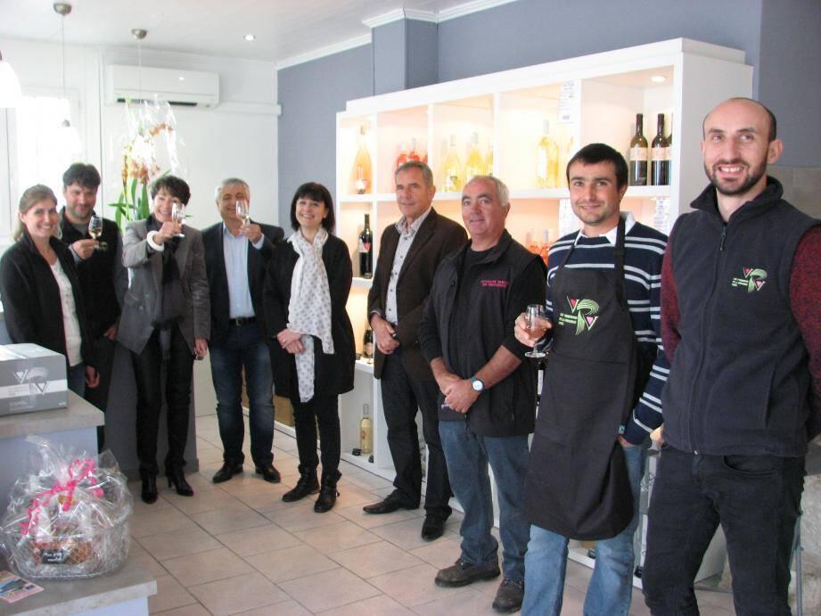 Didier Brémond et Josette Pons étaient les invités des Vignerons de la Provence verte, fiers de les recevoir dans leur nouvel espace de vente brignolais.