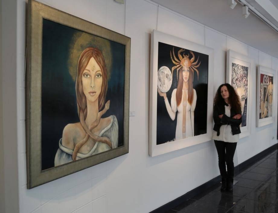 Pour Rita Saitta, qui crée depuis son atelier à Beausoleil, la peinture est relaxante, lui fait perdre la notion du temps...