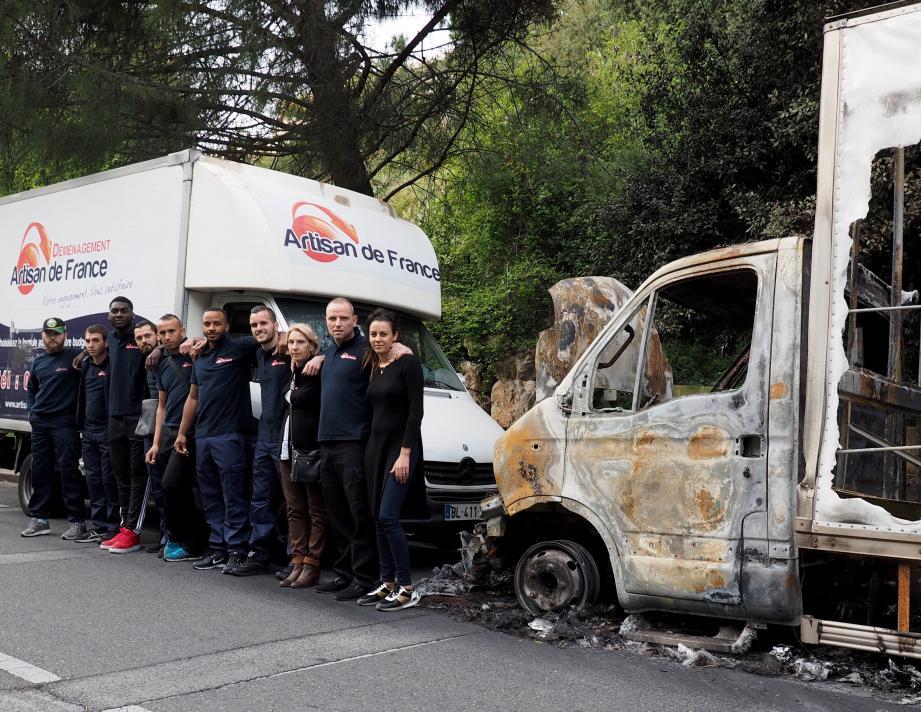 Victimes de la destruction de cinq de leurs camions, les employés et responsables de cette entreprise de déménagement sont bien décidés à ne pas baisser les bras.