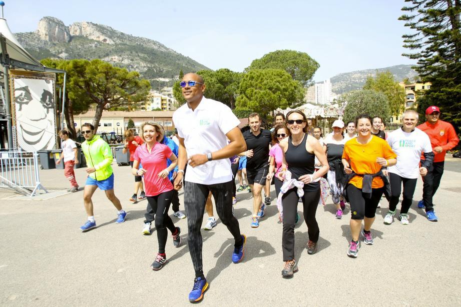 Marc Raquil a mené la course et les échauffements des joggeurs venus courir pour la paix.