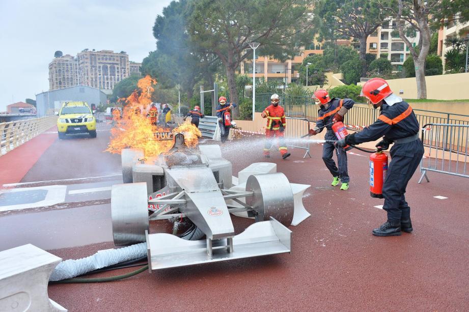 Exercices anti-incendie, manœuvres de Formule 1, franchissement de rails de sécurité... Des manœuvres qui ont animé le week-end des quelque 500 commissaires de piste du Grand Prix de Monaco, qui se sont entraînés du côté de Fontvieille.