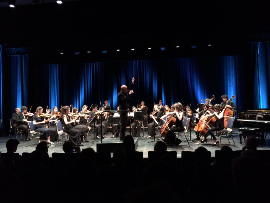 Vingt-huit jeunes talents de l'Académie de musique de Monaco et du Royal College of music se sont produits aux côtés de brillants musiciens au Grimali Forum.