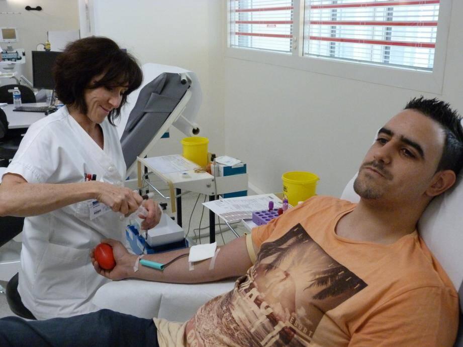 90% des Français se disent prêts à donner leur sang mais seulement 4% passent à l'acte.