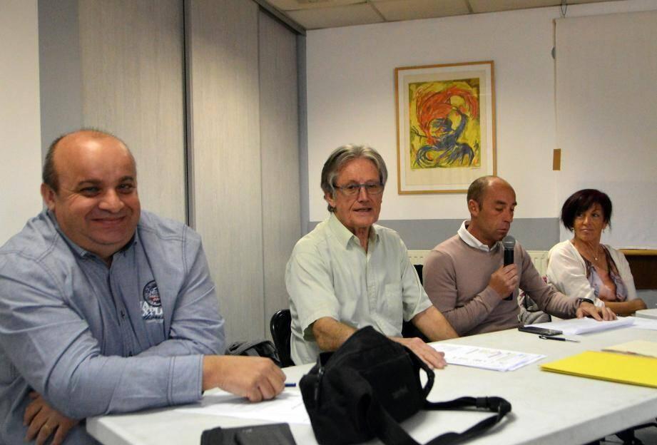Une réunion animée par Michel Couëdel (au centre) a permis aux adhérents de l'association présents d'avoir une vision très détaillée du fonctionnement de l'activité tennis, avec un recul de dix ans.