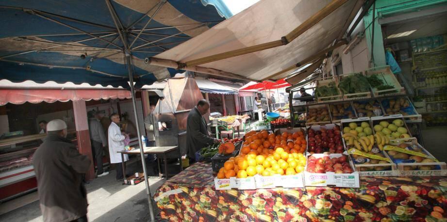 Cafés, épiceries, boucheries, taxiphones… Une quinzaine de commerces subsistent à l'Oued.