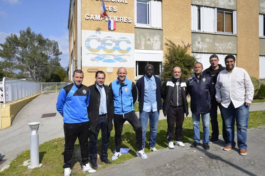 Les encadrants des Campelières avec des éducateurs du FC Mougins.