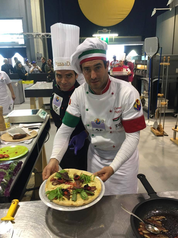 Francesco et Carmelo ont préparé ensemble la pizza gastronomique.(DR)