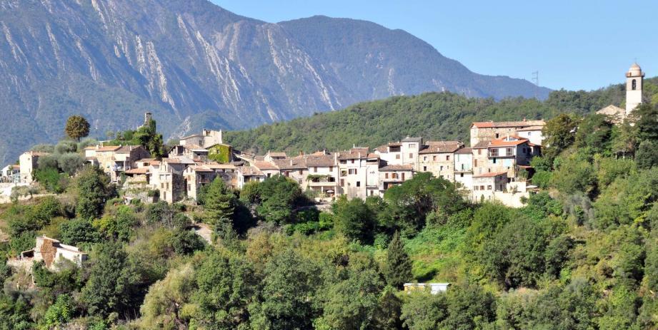 Le village de Massoins se situe à 45km de Nice.