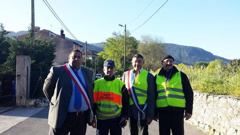 Les élus et le garde champêtre sur le terrain pour une matinée de prévention routière.