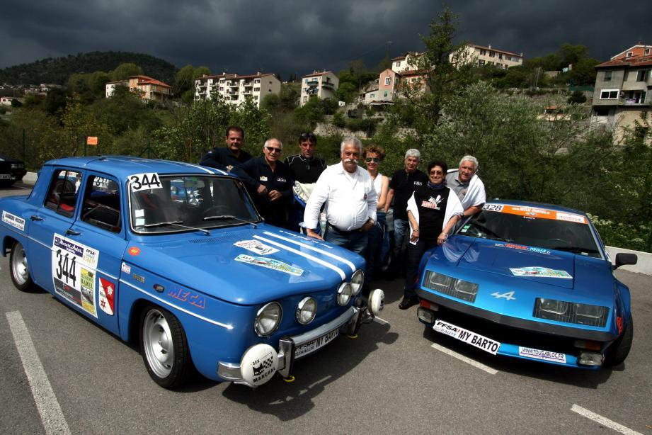 Entre la Renault 8 Gordini de Louis Pautasso et l'Alpine Renault A 310V6 dwe Max et Marcelle Maurel, Georges Chiodi, Jean-Marie Giribaldi, Dominique Tofanelli.