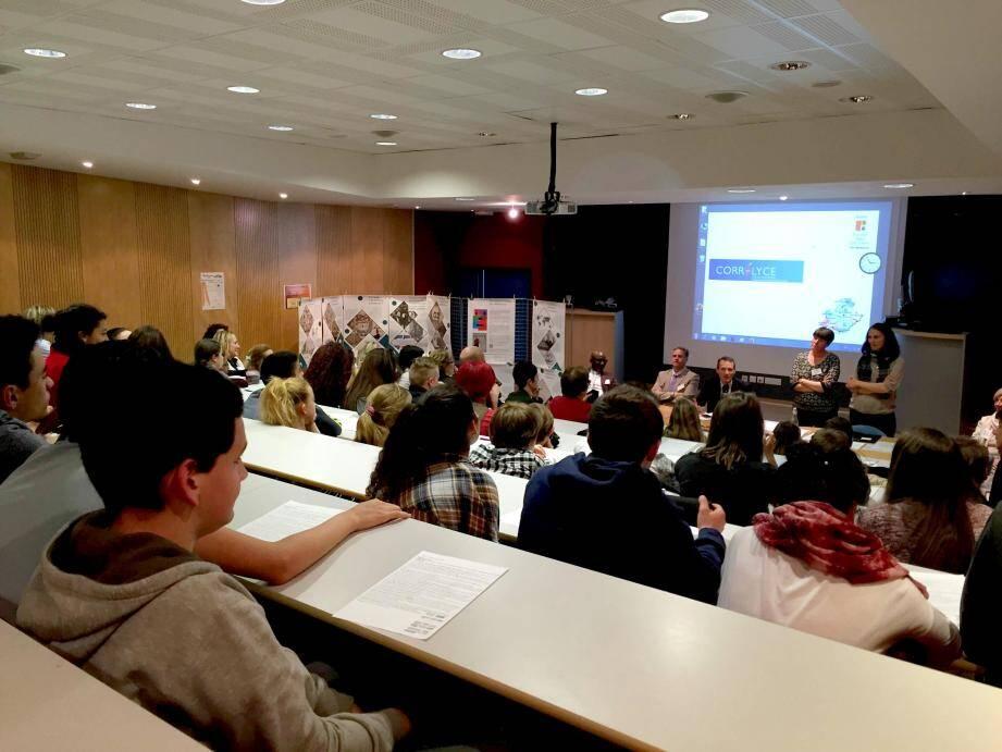 Le clip réalisé par 108 élèves et leurs professeurs a été présenté officiellement hier.