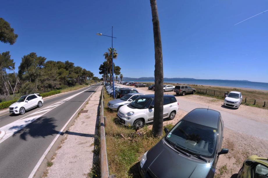 Bénéficier d'un parking gratuit en face d'un aéroport, en France, c'est plutôt rare. C'était le cas à Hyères depuis toujours, mais c'est bientôt terminé...