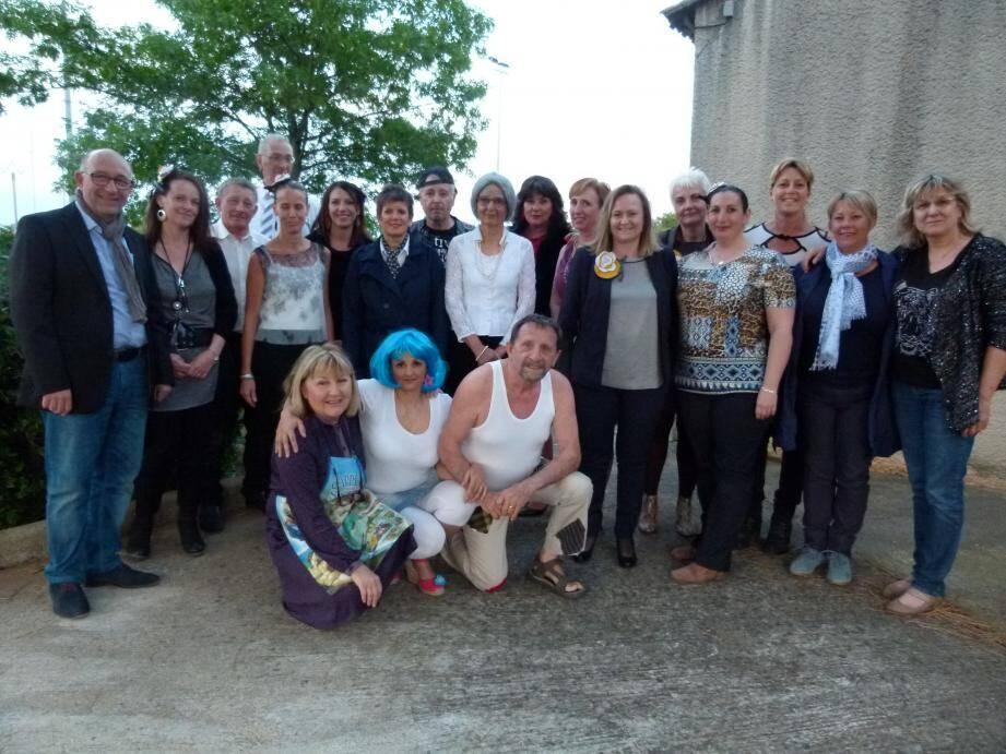 La troupe de Jean-Claude Perbost en compagnie des responsables de PEPS et des élus.