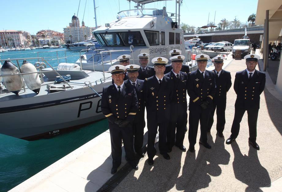 La brigade de gendarmerie maritime de Saint-Raphaël sur son « 31 », hier, lors de l'inspection annoncée par le commandant de la compagnie de Toulon.