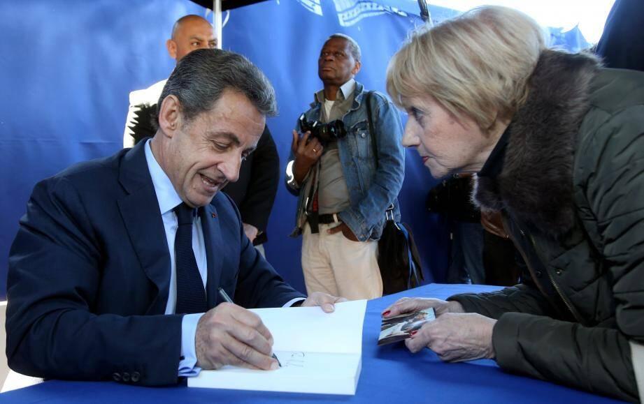 Une séance de dédicaces en forme de cri d'amour pour Sarko, hier à Nice.