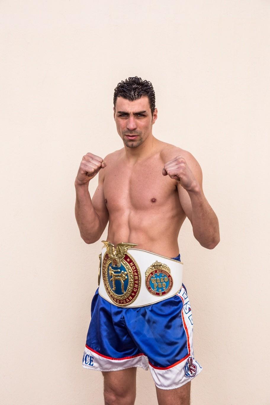 Grégory Grossi vient de battre le champion de Moldavie, en combat de préparation.