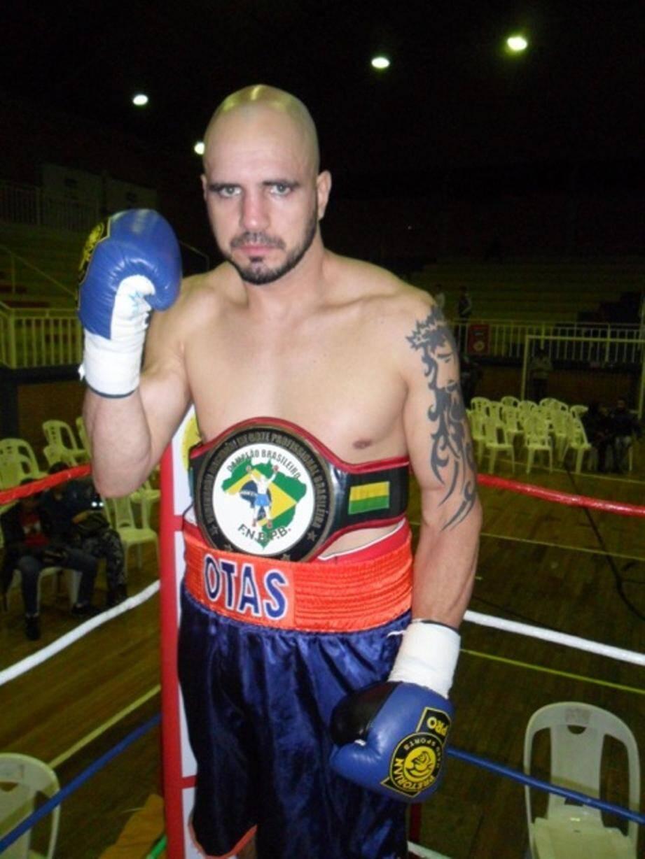 Pedro Otas, champion du Brésil en poids mi-lourd,  tentera de venir à bout du redoutable boxeur russe, Ruslan Fayfer, invaincu en 14 combats.(DR)