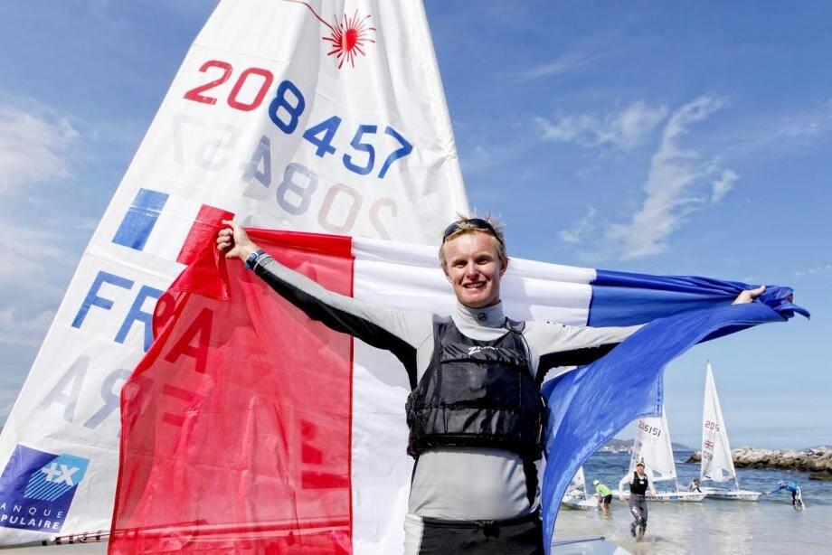 Après sa superbe deuxième place lors de la dernière épreuve de coupe du monde à Miami (ci-dessus), Jean-Baptiste Bernaz a bien négocié sa première journée de course sur le plan d'eau hyérois, très agité par le vent, hier.