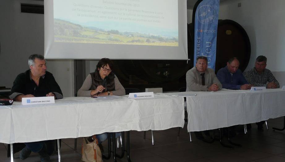 De gauche à droite : Mme Dezaunay présidente, M. Martinelli,M. Baccino (président de la chambre d'agriculture) et M. Monier (cave de Puget-Ville).