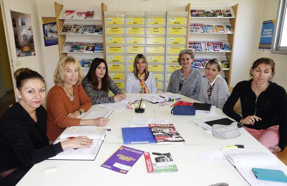 Autour de Françoise Hennecart (deuxième à gauche), les conseillères d'orientation psychologues s'opposent à la nouvelle cartographie et demande le maintien des CIO existants.