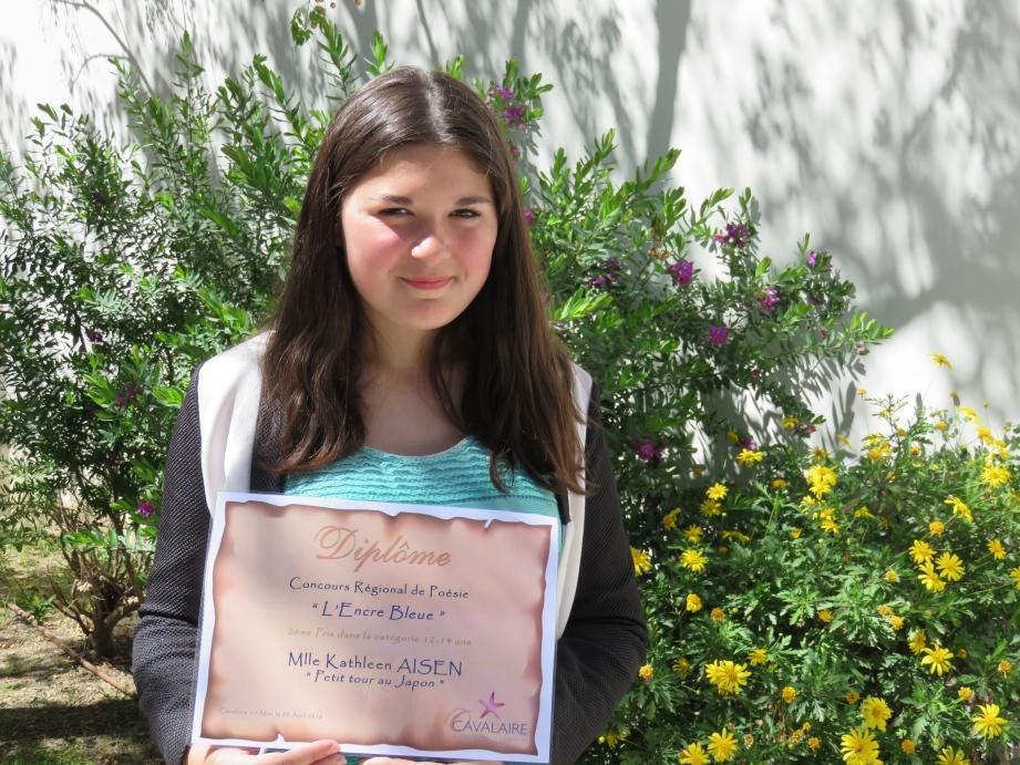 Kathleen Aïsen et son diplôme.