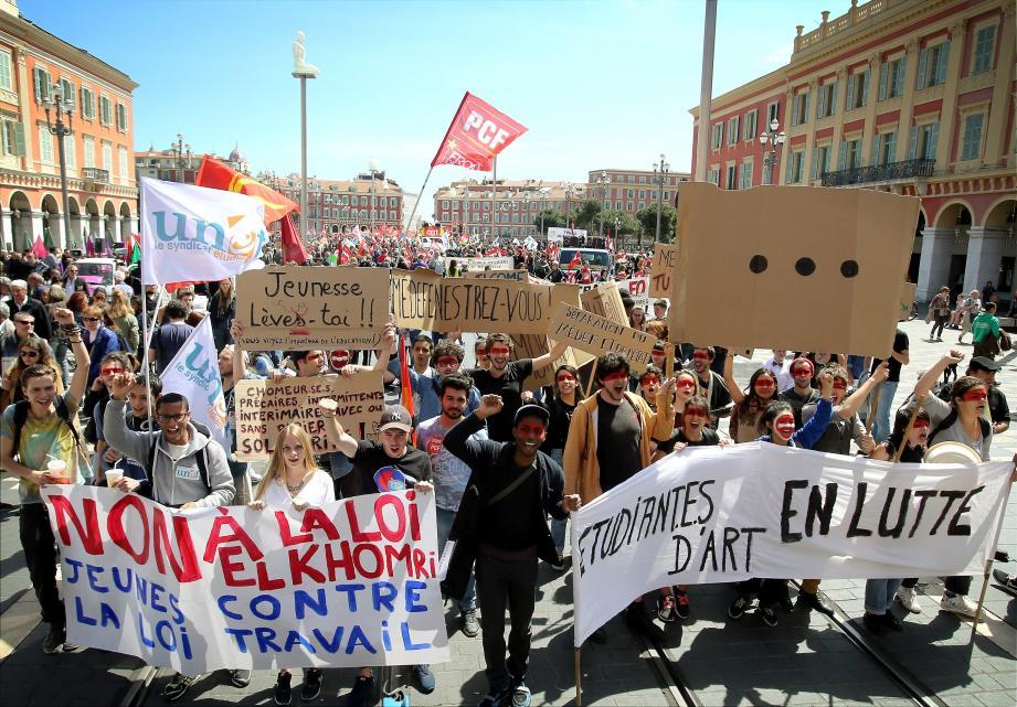 Etudiants, politiques et syndicats ont manifesté ensemble, hier, à Nice, contre la loi Travail.