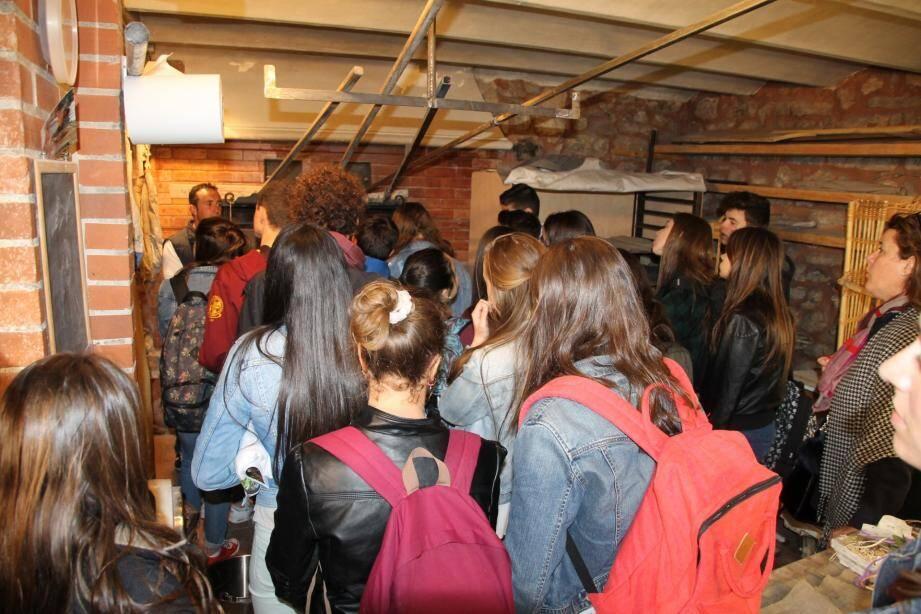 Les élèves, venus de la ville de Gijòn, ont notamment été reçus en mairie.